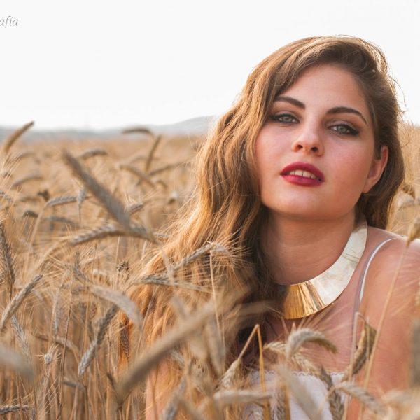 Sesión individual con Nerea en un campo de trigo